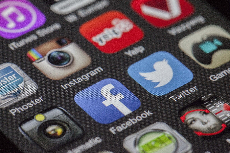 twitter-facebook-together-exchange-of-information-147413 (1)